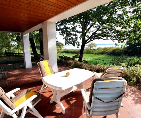 Unverbaubarer Seeblick von der überdachten Terrasse