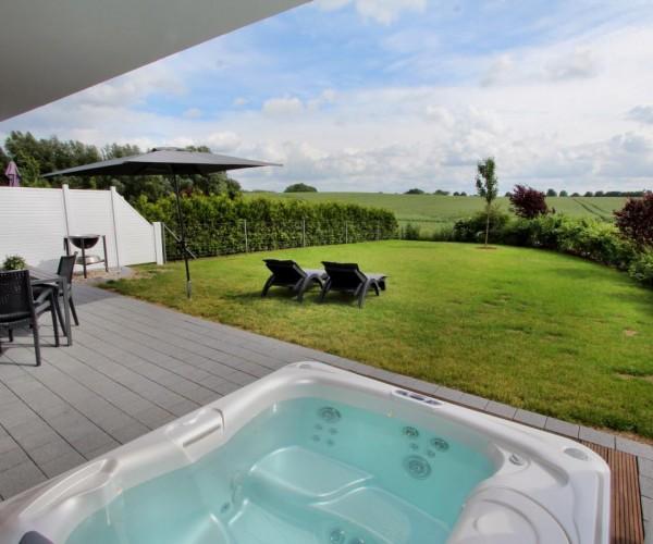 Entspannen im großen Garten mit unverbaubarem Ausblick
